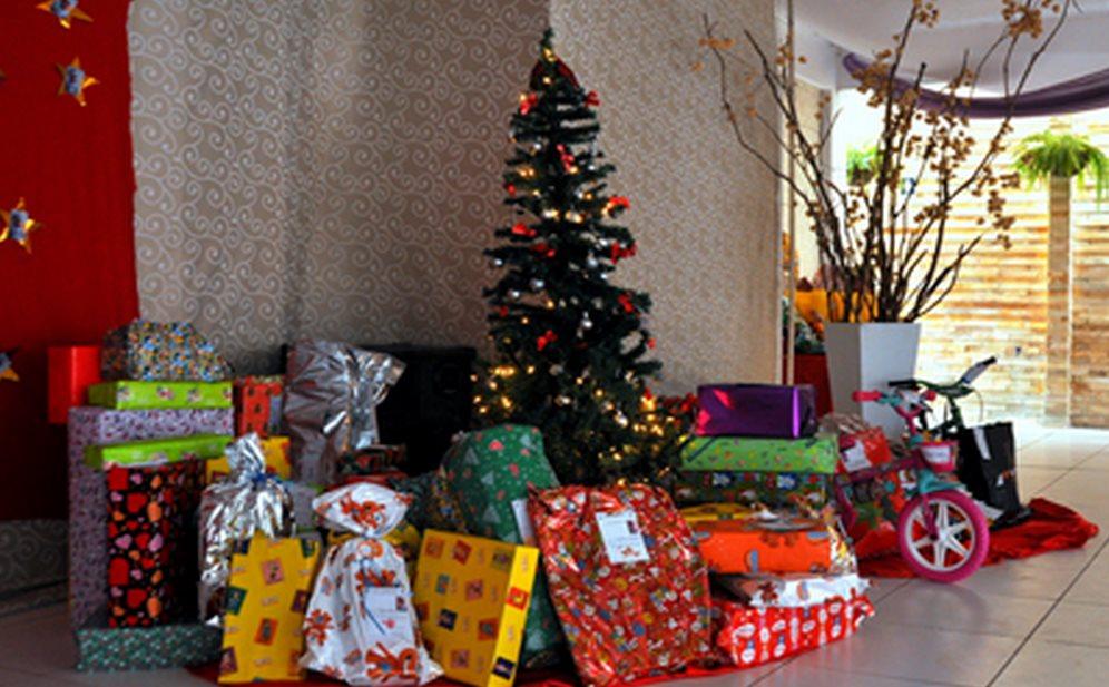 Árvore Solidária 2014 leva alegria e emoção a jovens e crianças